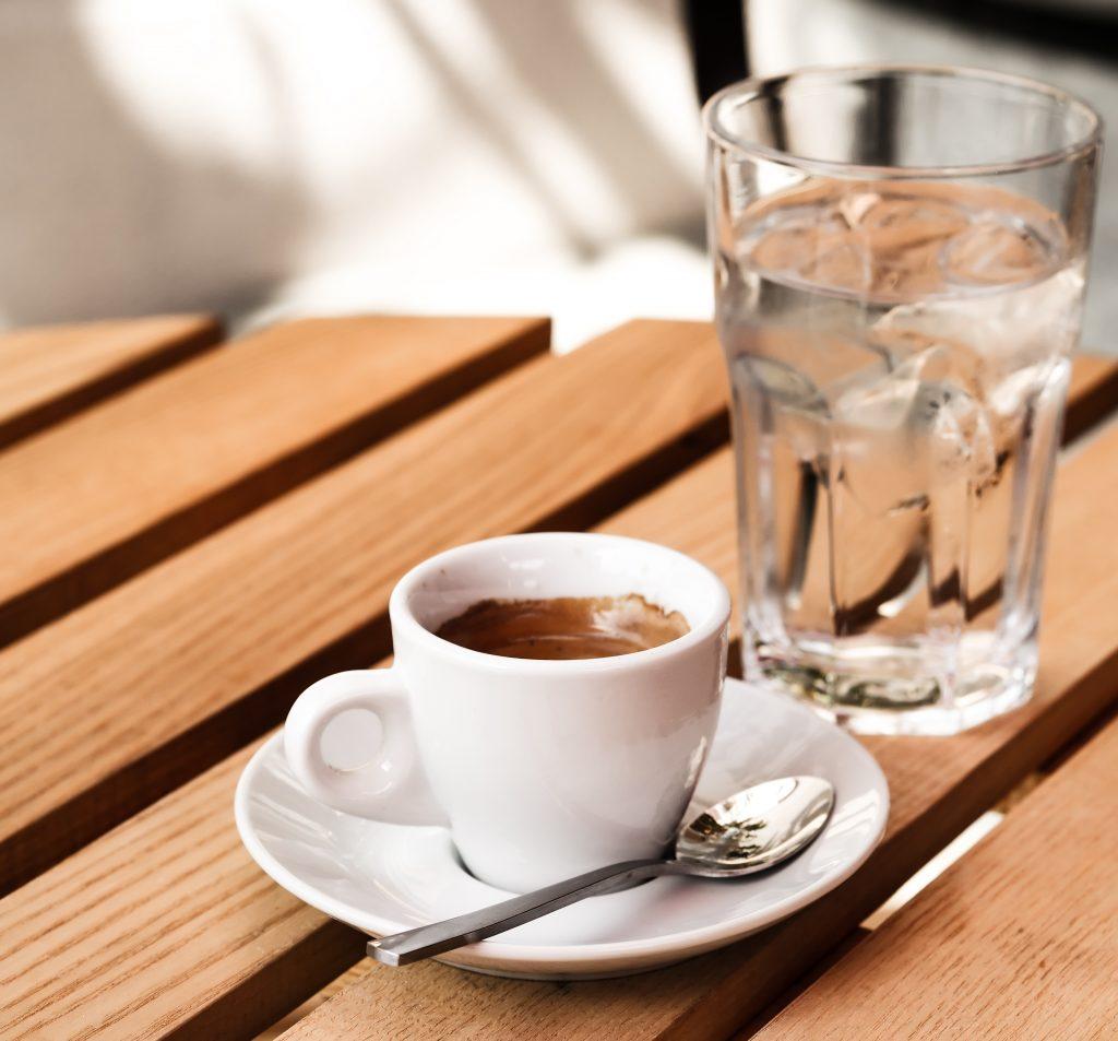 cafea si apa